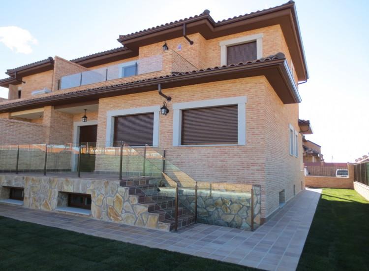Las villas de la ca ada tenmar consulting inmobiliario for Piscina villanueva de la canada